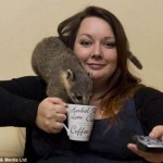 """Upoznajte """"zoo damu"""": Ima 24 godine i 70 životinja u svom domu! (FOTO)"""