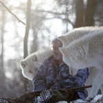 TO JE HRABROST: Odgajali ga vukovi, sa njima se druži već 40 godina!