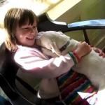 OVO MORATE VIDETI: Devojčica u zagrljaju svog drugara kog je spasila od eutanazije!