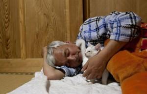 Matsumura Naoto and Shiro the cat