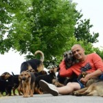 """SARAJEVSKI HEROJ: """"Ni sam ne znam koliko sam pasa spasio sigurne smrti""""! (FOTO)"""