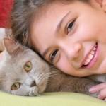 20 neverovatnih fotografija koje dokazuju toplu vezu između dece i maca!