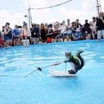 VEROVALI ILI NE: Tvigi je veverica šampion u skijanju na vodi! (VIDEO)