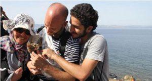Sirijski izbeglica u naručju nosio mače petface3