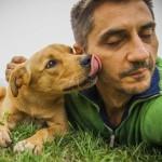Sećate se lutalice, sa kojom je Sirijac podelio ćebe? Nije više bezimeni pas!