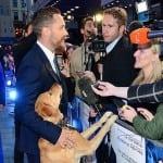 """KRATKO I JASNO CAR: Glumac Tom Hardi na crveni tepih došao sa psom uz poruku """"UDOMI""""!"""