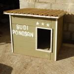 LJUDINA: Grga pravi kućice za pse, a sve što zaradi daje za napuštene životinje!