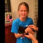 VIDEO: Devojčica u suzama prima najbolji rođendanski poklon ikada – PSA!