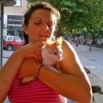 PROKUPLJE: Biljana prodaje cveće, a od novca koji zaradi, brine o napuštenim psima!