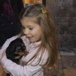 UPOZNAJTE LUČIJU: Sa 3 godine je već posećivala azil, a sada ima 9 i sama spašava pse!