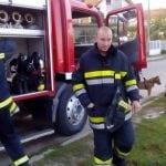 LESKOVAC: Vatrogasci sat vremena spašavali psa koji je upao u šaht dubok 2 metra!