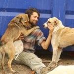 Ovaj momak (32) napustio je Fakultet i sada živi sa 500 napuštenih pasa!