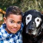 Osmogodišnji dečak, koji pati od vitiliga, mrzeo je sebe dok nije upoznao psa Rovdija!