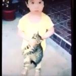 VIDEO: Sandra iz Bara snimila ćerkicu kako šutira mačku, pa izazvala gnev ljubitelja životinja!
