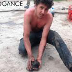 Sjajni mladić spasio dva mačeta iz NAFTNE MRLJE u Rusiji