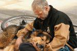 OGLAS KOJI JE SVE RASPLAKAO: Beskućnik iz Beograda pronašao psa i u potrazi je za VLASNIKOM!