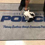 Maca svraća u policijsku stanicu zbog nekoliko selfija i ostaje za stalno