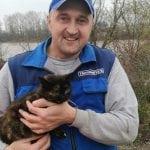 BRAVO DOBRI LJUDI: Ronioci spasili mačku iz nabujale Bosne u Modriči!