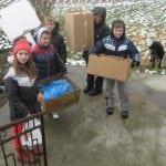 AKCIJA KOJA JE POSRAMILA I NAS VELIKE: Učenici sakupili novac, organizovali akciju i napravili kućice za pse!