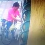 BEZDUŠNO: Ženu usnimila kamera kako vezuje svog psa i odlazi, ostavlja ga zauvek!