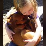 OVO MORATE ČUTI: Devojčica peva uspavanku usvojenom psu!
