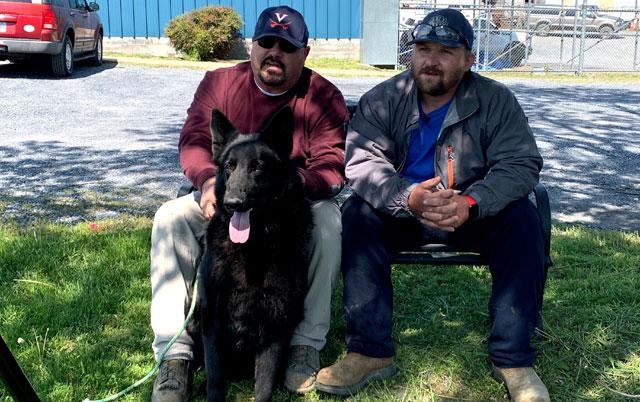 radnik spasao psa