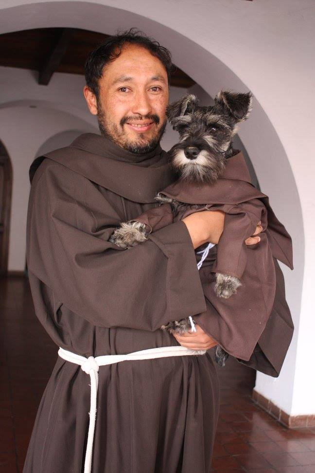 KALUĐER KARMELO! Neobična priča o psu koji živi u manastiru i propoveda ribama! (FOTO)