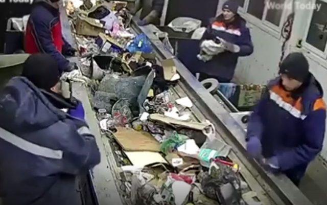 sortirali otpad a našli mače